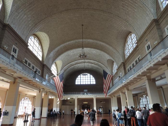 De ontvangsthal van Ellis Island
