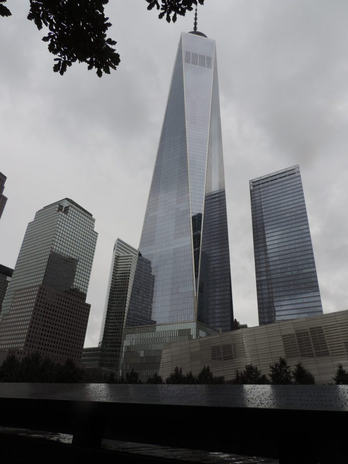 Het museum rechts met de One World Trade Center toren erachter