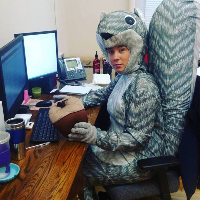 Onze vriendin Jess is vandaag als eekhoorn aan het werk gegaan...! (Dit is echt waar.)